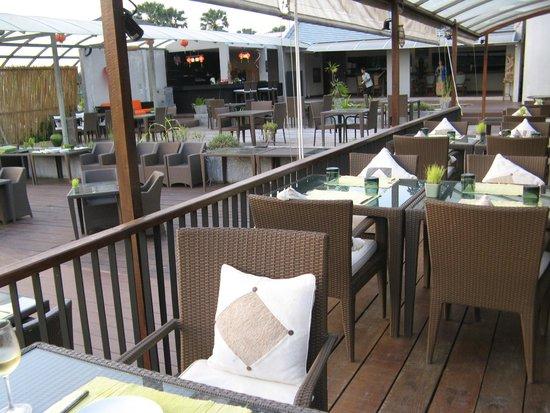 The Farmer Restaurant and Bar : общий вид на столики