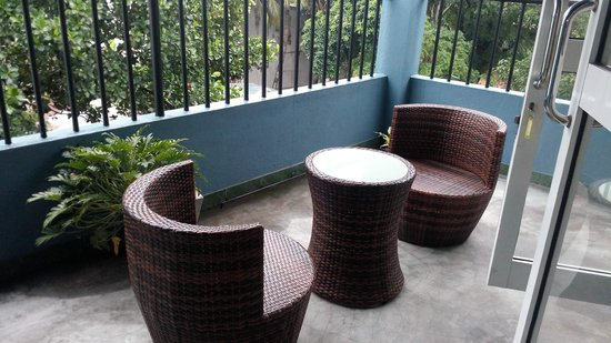 Monsoon Suites: Balcony