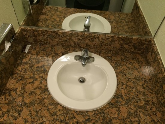 Cabrillo Inn & Suites Airport : Sink outside of bathroom