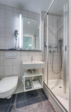 Hotel City Inn : Bathroom Double Queen Economy