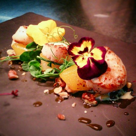 The Prince of Wales: Pan seared black pearl scallops with saffron poached pear, chopped walnuts and blue cheese sauce