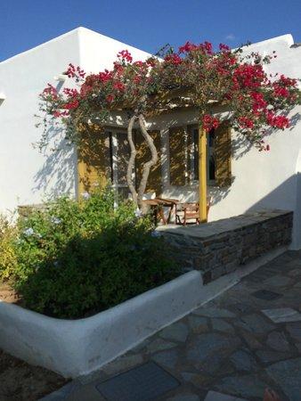 Yria Island Boutique Hotel & Spa: pergolas