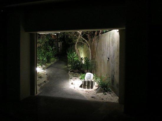 Yomitan Monogatari: Entrance to the restaurant
