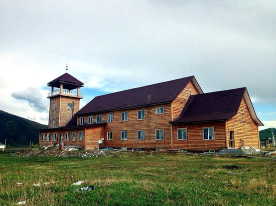 Shiwei Russia Nationality Township : Wooden cottages/houses are a common sight