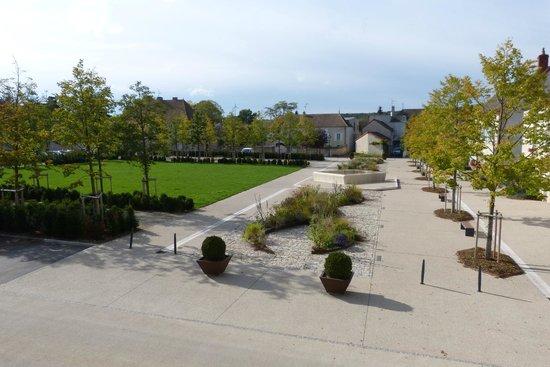 Le Montrachet : Place des marronniers