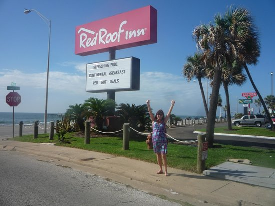 Red Roof Inn Galveston - Beachfront/Convention Center: Front entrance car park