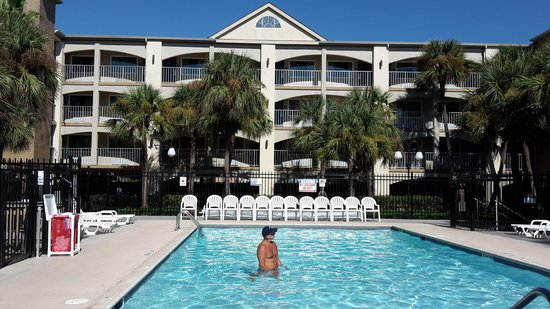 Red Roof Inn Galveston - Beachfront/Convention Center: relaxing pool area