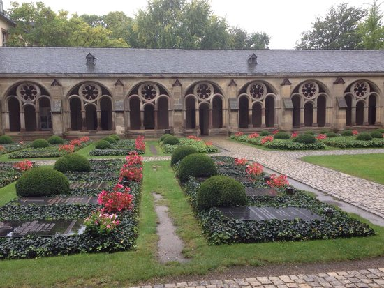 St. Peter's Cathedral (Dom) : Garden at St Peters
