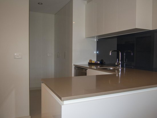 Kitchen - Picture of Adina Serviced Apartments Canberra ...