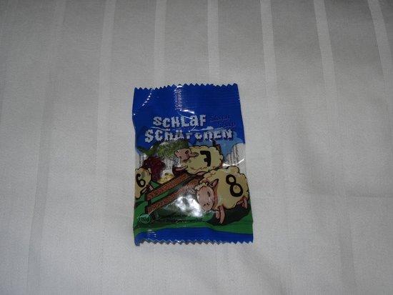 Hotel Victoria: Schlaf Schäfchen which translates to Sleep Sheep on each pillow