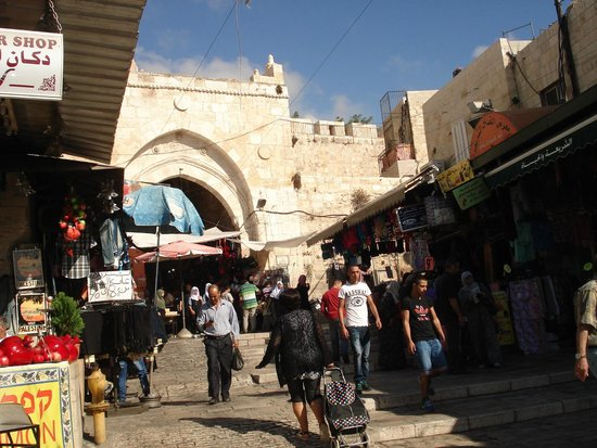 Hashimi Hotel: Entrance to the Old City via the Damascus Gate.