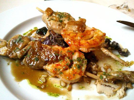 Sadoll Restaurant : Brocheta de pollo con gambas, trigo tierno y salsa teriyaki