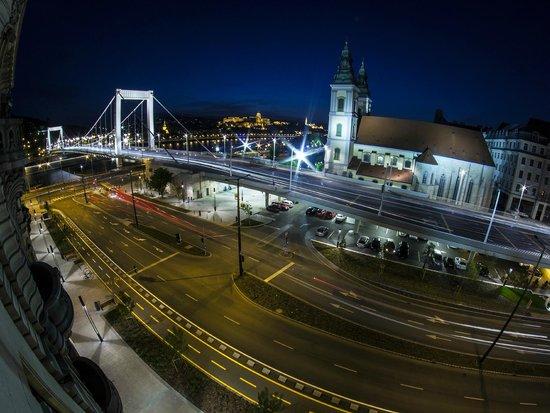 City Hotel Matyas: Danube view