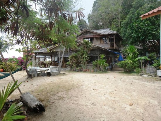 Thong Yang Bungalows: main building with restaurant
