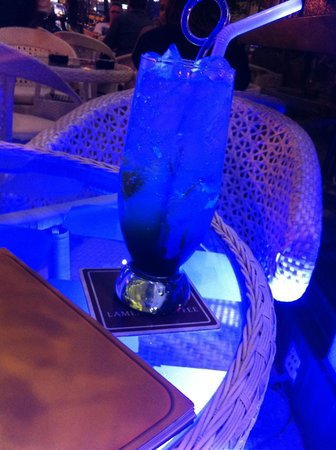 A&EM 280 Le Thanh Ton Hotel : Outside Cafe