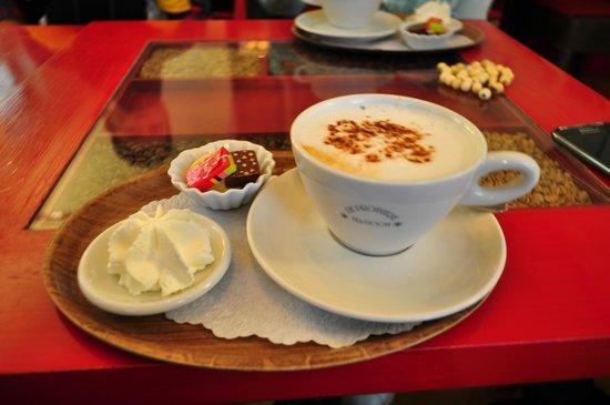 Tea-room De Proeverie: Καπουτσίνο