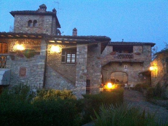 Mulino Di Quercegrossa: המלון בעת השקיעה
