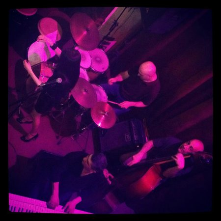 Malkhas Jazz Club. : All that jazz