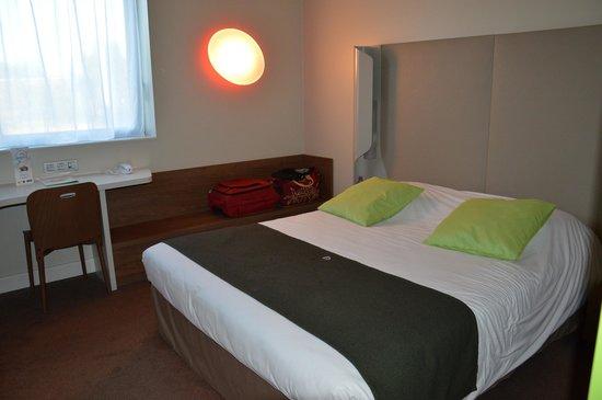 Campanile Carcassonne Est - La Cite : Chambre