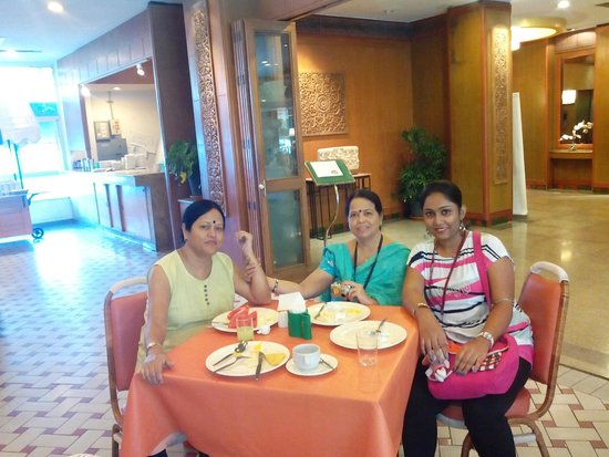 Breakfast Area Picture Of Golden Beach Hotel Pattaya Tripadvisor
