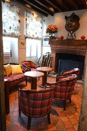 Bar / Salon - Photo de Auberge du Cheval Blanc, Yvoy le ...