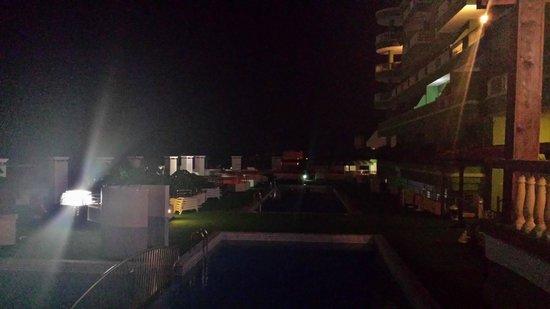 Hotel Villa de Adeje Beach: The pool area at night