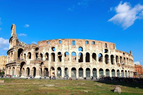 Hotel Dei Borgognoni: The Colosseum -  a mile distant