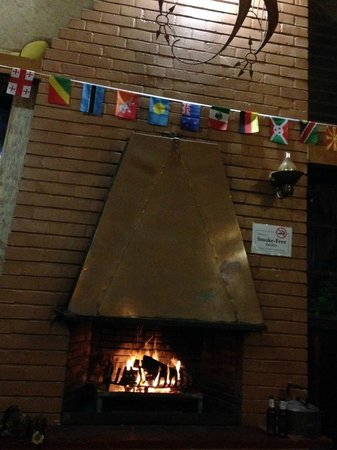 Lungile Backpackers Lodge : Inside fire place