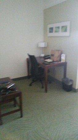 SpringHill Suites Florence : Desk area