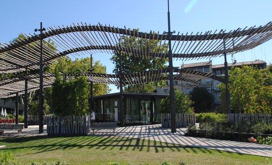 Office de Tourisme et des Congrès de Nîmes : Office de Tourisme Esplanade Charles de Gaulle