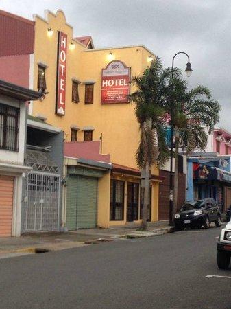 The Palm House Inn: Outside view