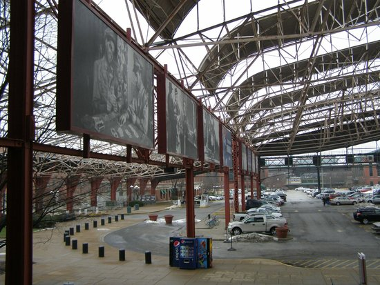 St. Louis Union Station: Buiten het station