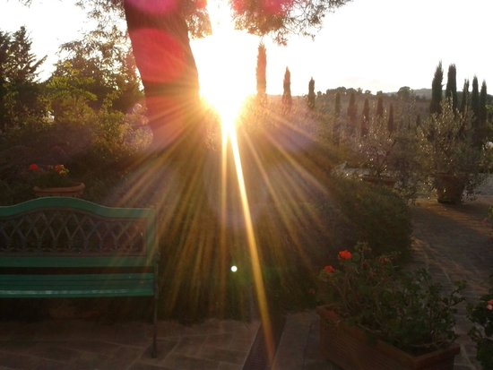 Antico Borgo il Cardino: por do sol no jardim do hotel