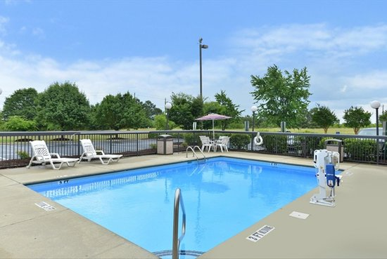 Hampton Inn Raleigh / Clayton I-40: Outdoor Pool