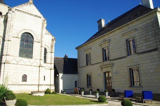 Domaine du Héron : domaine du Heron with church