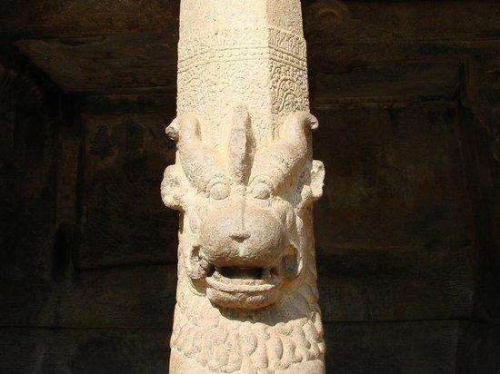 Krishna Mandapam: Лев как Петродворце