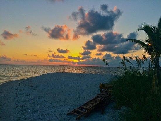 Little Palm Island Resort & Spa, A Noble House Resort: Sunset on the beach