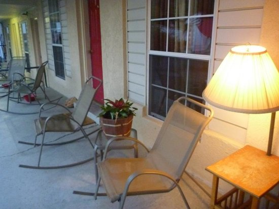 The B Inn: porch