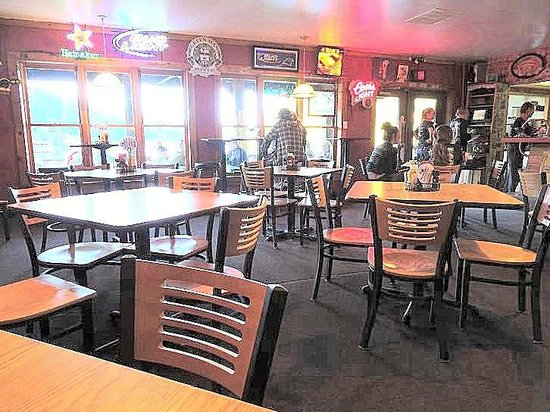 Bayfront Bar & Grill: bar area