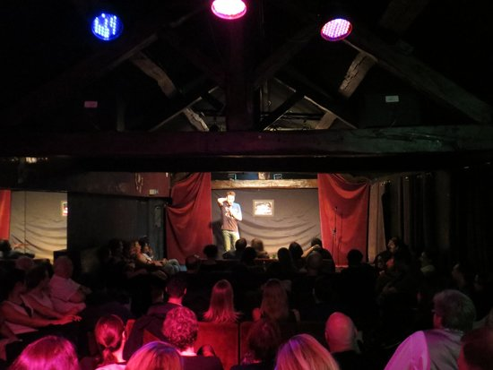 SoGymnase Comedy Club: The Club on a sold-out night!