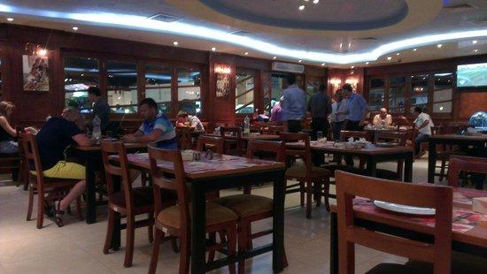 Fares Seafood : Зал ресторана