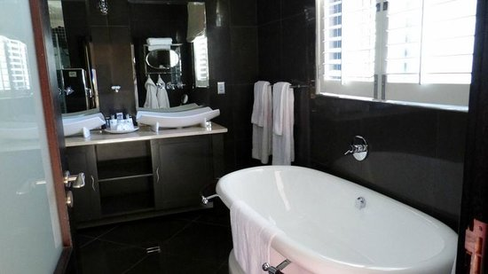 SW1 Lodge: Thandi Room bath