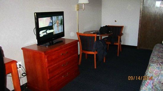 Elk Grove Hotel: Room
