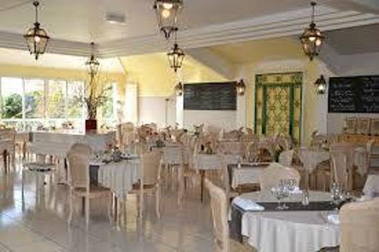 Restaurant les voyageurs dans montaigu avec cuisine for Restaurant montaigu