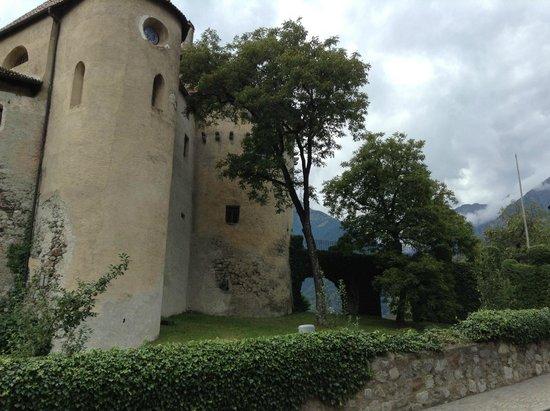 Schloss Schenna und Mausoleum: the schloss