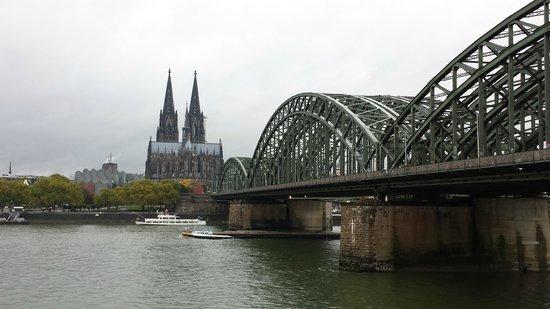 Hyatt Regency Köln: Blick aus dem Zimmer auf den Dom