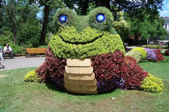 Le poussin géant - Photo de Jardin des Plantes, Nantes ...
