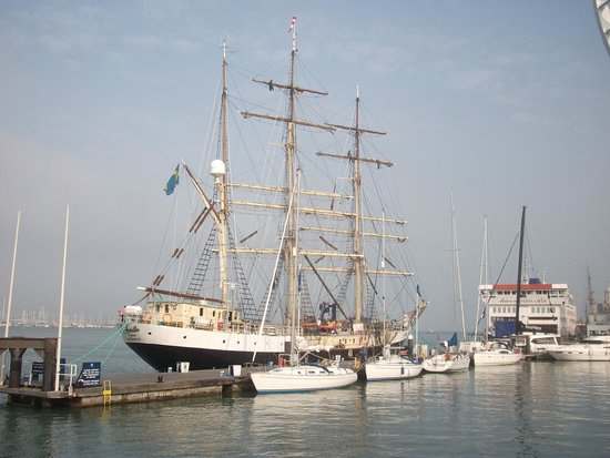 Lombard House Bed & Breakfast: Portsmouth Harbour 5 mins walk