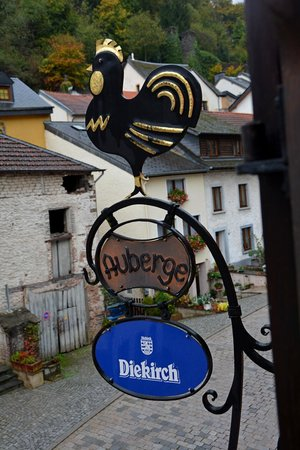 Auberge Aal Veinen : Signs on the front of the Auberge for our window