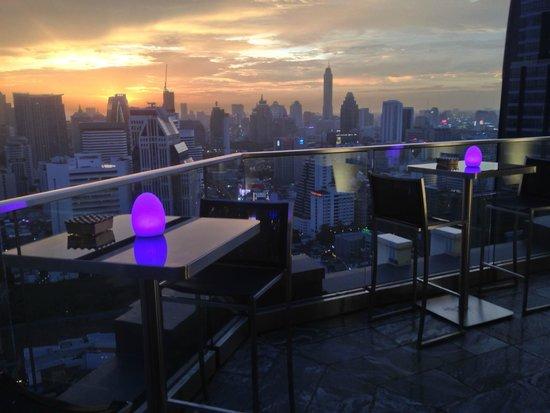L'Appart - Sofitel Bangkok Sukhumvit: a view from the rooftop bar at dusk
